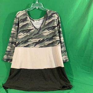 Anthro Entro XL cammo v neck color block sweater